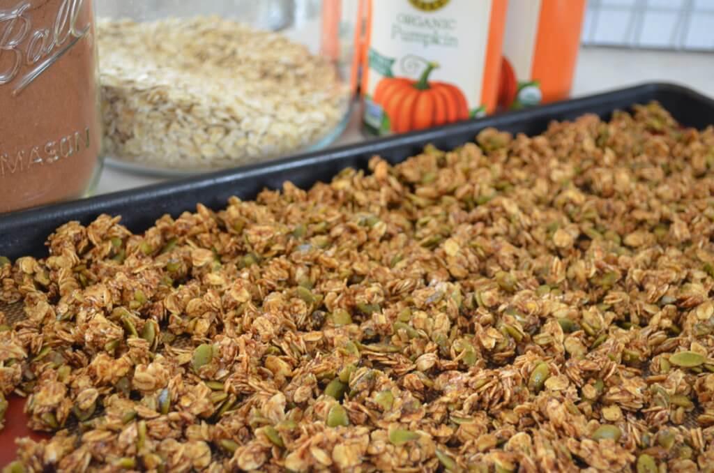 pumpkin spice granola | fixyoureyesonhim.com #healthy #granola #snack #breakfast #nourishing #plantbased #plant #based #vegan #clean #glutenfree #gluten #free #pumpkin #treat #dairyfree #dairy #free #spice #fall