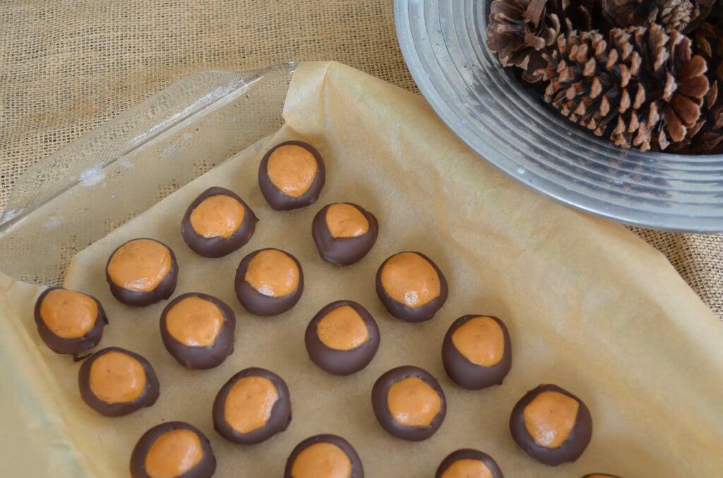 healthier buckeyes | fixyoureyesonhim.com #healthy #nourishing #plantbased #plant #based #vegan #clean #glutenfree #gluten #free #candy #treat #dairyfree #dairy #free #peanut #butter #fall #chocolate