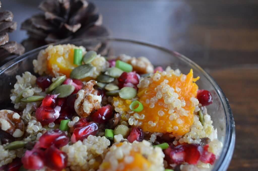 hearty butternut squash quinoa salad | fixyoureyesonhim.com #recipe #recipes #winter #fall #dinner #lunch #quinoa #butternut #squash #pomegranate #seasonal #warm #salad